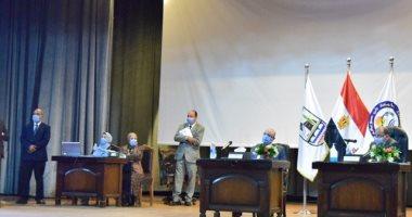 """رئيس جامعة بنى سويف يستقبل لجنة """"التعليم العالى"""" و""""الاتصالات"""""""
