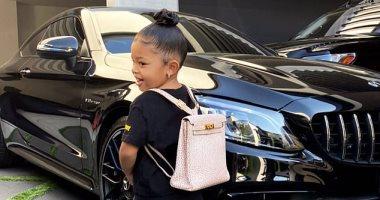 12 ألف دولار.. سعر حقيبة ابنة كايلي جينر ذات العامين في أول يوم مدرسة