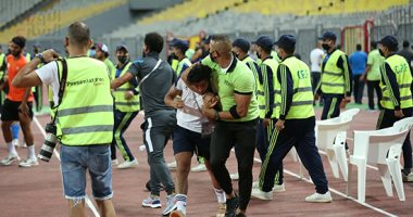 """اعتداء لاعبى المصرى البورسعيدى على """"المصورين"""" بعد لقاء الزمالك بالدورى"""