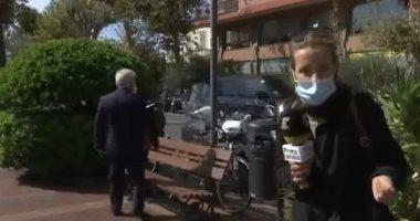 سرقة مسئول إيطالى أثناء إجرائه مقابلة تليفزيونية على الهواء .. فيديو وصور