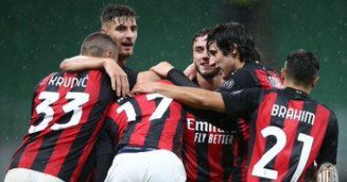 ميلان يكتسح سبيزيا بثلاثية في الدوري الإيطالي بدون إبراهيموفيتش.. فيديو