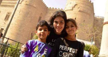 لعب وجد وحب إيمى أباظة تعلم أولادها بطريقة جديدة والانبساط أهم أهدافها