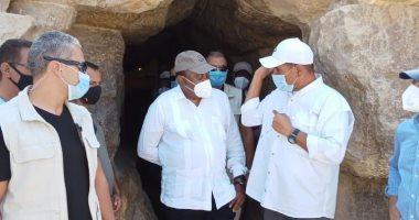 رئيس كينيا يزور الأهرامات ويبدى انبهاره بتمثال أبو الهول