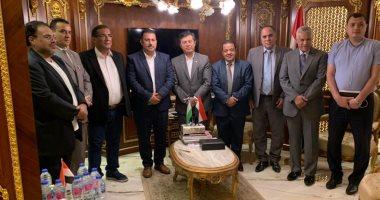 سفير أوزبكستان بالقاهرة يبحث مع مستثمرين مصريين مشروعات فى الأثاث والطاقة