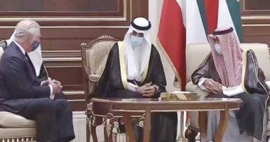 لحظة وصول الأمير تشارلز الكويت لتتعزية فى وفاة الشيخ صباح الأحمد.. فيديو