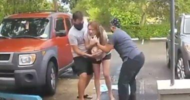 ولادة فى الجراج أم بريطانية تضع طفلها على أبواب المستشفى فيديو