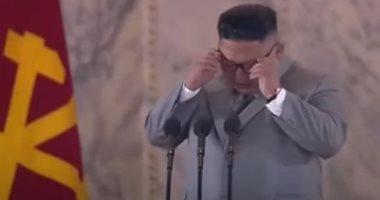 زعيم كوريا الشمالية يبكى خلال حديثه عن صعوبات واجهت بلاده الفترة الماضية.. فيديو