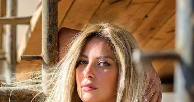 """ريم مصطفى تتألق فى جلسة تصوير بإطلالة """"رقيقة"""" واكسسوارات ذهبية"""