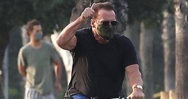 أرنولد شوارزنيجر يتجول بدراجته فى سانتا مونيكا.. وهذا ثمنها (صور)
