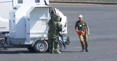 خريجو الشرطة يؤدون عروضا بالكلاب البوليسية للكشف عن المتفجرات