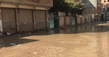 القابضة للصرف الصحى تنزح المياه عن منطقة المسابك بقرية بشتيل فى الجيزة