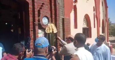 محافظ أسوان يفتتح مسجد نوح بقرية غرب سهيل.. فيديو وصور