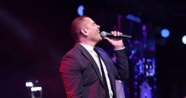 صور جديدة لحفل عمرو دياب.. وليلى علوى ترقص وتغنى على موسيقى أغانيه.. فيديو وصور