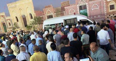 وصول جثمان والدة الشهيد أحمد منسى إلى مقابر الأسرة بالروبيكى