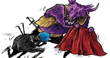 فيروس كورونا يتحدى العالم ويدخل البشر حلبة المصارعة فى كاريكاتير سعودى