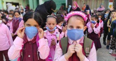 التعليم تشدد على المدارس بمتابعة التزام الطلاب بارتداء الكمامة