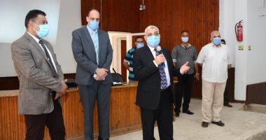 نائب رئيس جامعة طنطا يتفقد سير العملية التعليمية بكلية التجارة.. صور