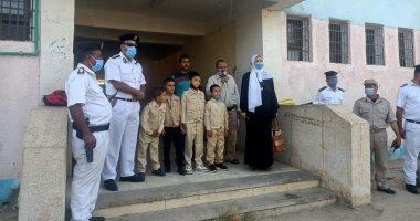 تكريم أبناء شهداء الشرطة فى أول يوم دراسى ببنى سويف