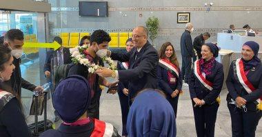 مطار القاهرة يستقبل النادى الأهلى بالورود احتفالاً بفوزه على الوداد المغربي