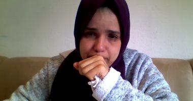 الام تبكى خلال الفيديو