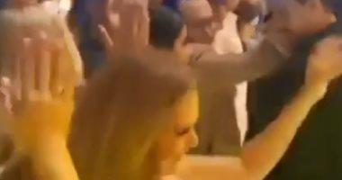 """يسرا ودينا الشربينى فى وصلة رقص على """"أماكن السهر"""" بحفل عمرو دياب .. فيديو"""