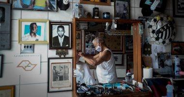 صورة الصداقة الأبدية بين بيليه وديدي مصفف شعره منذ 1956.. صور