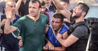 أردوغان يواصل مذبحة الجيش والشرطة التركية.. حملة اعتقالات موسعة تشمل 46 عسكريا وشرطيا.. قواته تجري البحث عن عشرات الجنود لسجنهم.. وأكثر من 80 ألف ضابط في المعتقلات منذ 2016 بتهمة التعاطف مع جماعة جولن
