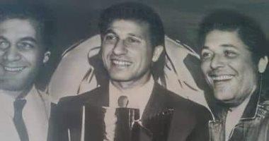3 عمالقة فى صورة .. الساحر مع محمود ياسين يتوسطهم الخطيب