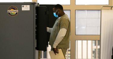سجناء شيكاغو يشاركون فى الانتخابات الأمريكية.. صور