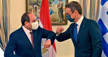 شاهد.. السيسى ورئيس وزراء اليونان يطبقان الإجراءات الاحترازية بقمة نيقوسيا