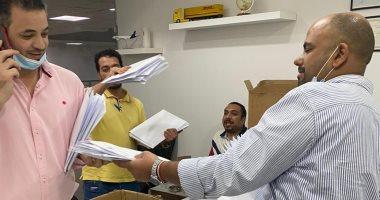 """""""الهجرة"""" تتابع إرسال المصريين بالخارج بطاقات تصويتهم في انتخابات البرلمان"""