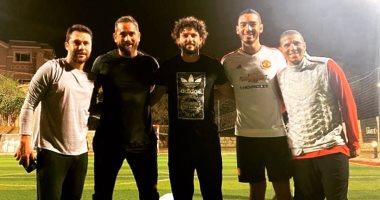 صور جديدة تجمع أمير كرارة مع زيدان وأحمد حسن وحسام غالي في مباراة خماسية