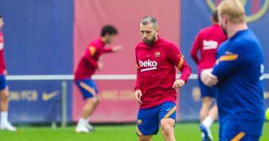 جوردى ألبا يعود لتدريبات برشلونة استعدادا للكلاسيكو.. صور