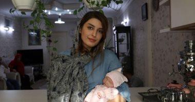 بسبب الظروف الاقتصادية.. أسر إيرانية تلجأ للدمى بدلا من إنجاب الأطفال.. ألبوم صور