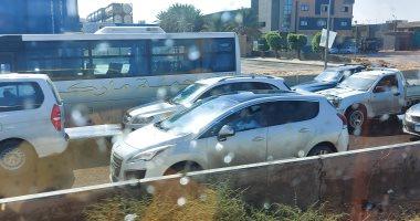 صور.. شلل مرورى بالطريق الصحراوى بسبب سقوط أمطار غزيرة غرب الإسكندرية