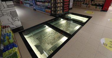 سوبر ماركت يستخدم أرضيات زجاجية لإظهار موقع أثرى أسفله فى إيرلندا.. صور