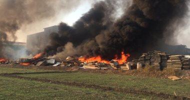 حريق هائل بمخازن مصنع شركة أدوات صحية بالعاشر من رمضان