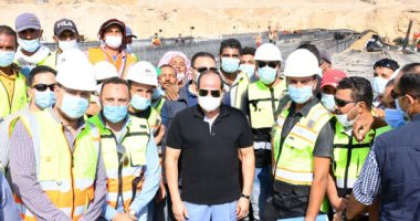 صور.. السيسى يتفقد مواقع العمل بمشروعات التطوير بشبكة الطرق فى القاهرة الكبرى