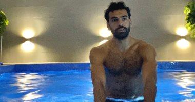 محمد صلاح داخل حمام السباحة بعد فوز ليفربول على أياكس واستعدادا لمباراة شيفيلد