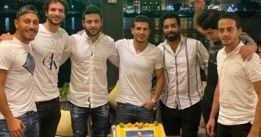 أصدقاء طارق حامد يحتفلون بعيد ميلاده الـ 32 بعد تأهل الأهلى.. صور