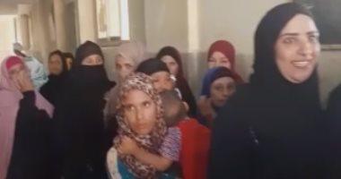 المرأة تزين طوابير الناخبين فى انتخابات مجلس النواب بعرب الحصار جنوب الجيزة