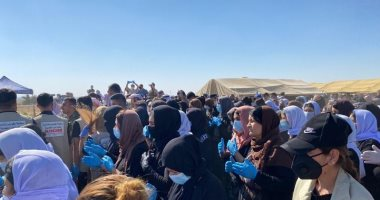 إيزيديات يشاركن فى افتتاح مقبرة تضم رفات نساء قتلن على يد داعش بالعراق.. فيديو