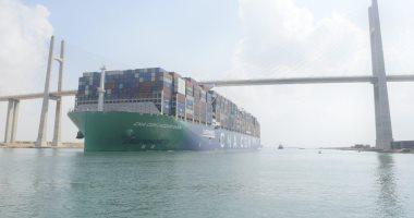 عبور أكبر سفينة حاويات فى العالم تعمل بالغاز الطبيعي قناة السويس.. صور