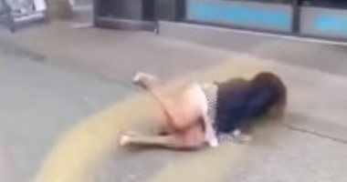 """واقعة اعتداء شاب على امرأة بسبب """"الكمامة"""" تثير جدلا فى كندا.. فيديو"""