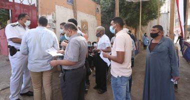 توافد الناخبين على لجان العمرانية والطالبية وسط إجراءات احترازية.. صور