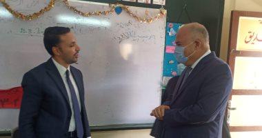 محافظ قنا يتفقد لجان التصويت على مقاعد انتخابات مجلس النواب