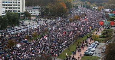 صور.. شرطة بيلاروسيا تحاول تفريق المتظاهرين والمعارضة تهدد بإضراب عام