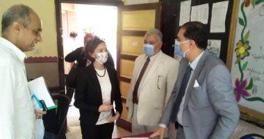 نائب محافظ الإسكندرية تتفقد لجان انتخابات النواب بالجمرك.. صور