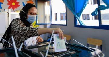 السيدات أول الحاضرين في لجان الانتخابات ببولاق الدكرور لليوم الثاني.. صور