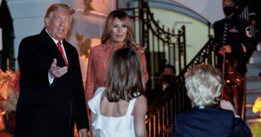 صور.. ترامب وزوجته يحتفلون مع الأطفال بعيد الهالوين فى ساحات البيت الأبيض
